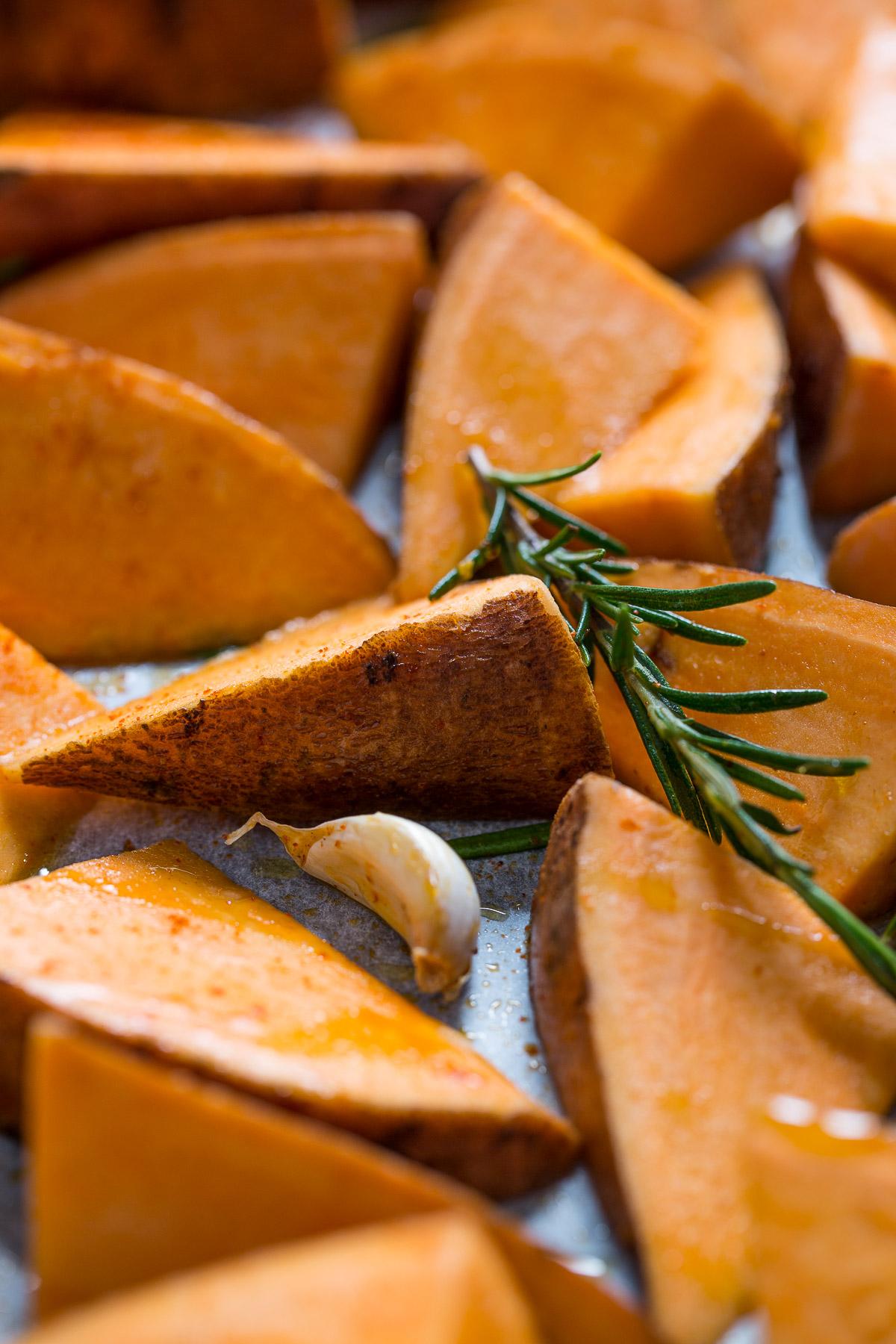 vegan-easy-falafel-with-rosemary-baked-potatoes-ricetta-falafel-non-fritti-facilissimi-con-patate-dolci-al-forno-al-rosmarino-