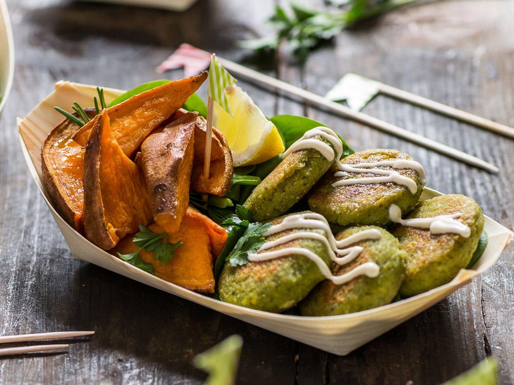 vegan-gluten-free-falafel-with-tahini-sauce-and-rosemary-baked-potatoes-ricetta-falafel-non-fritti-facilissimi-con-tahina-e-patate-dolci-al-forno